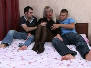 Elaine russiane mom fucked by two guys