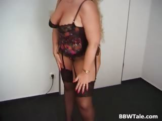 Mature chubby blonde posing in her sexy part6
