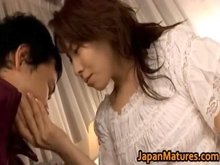 Mature Japanese chick gets fingered