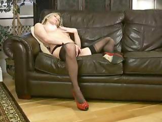 Hot blonde MILF Scarlet in stockings is fingering