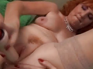 Redhead mature can squirt