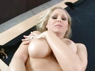Luscious mom Julia Ann gets her pussy stabbed by