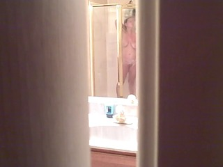 WIFE VOYEUR SHOWER COMMENTS ON HER