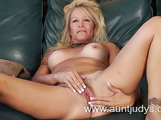 Blond milf housewife Yvette Williams shows you