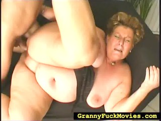 Chubby granny doing all dirty