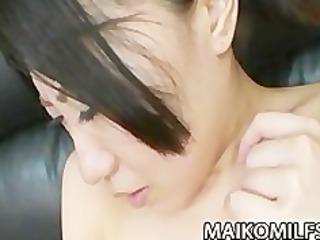 Mature Jap babe Shizuka Saeki gets her pussy