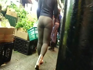 Candid OMG bubbled out brown spandex booty of NYC